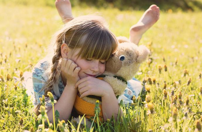 Jak radzić sobie z tęsknotą dziecka?